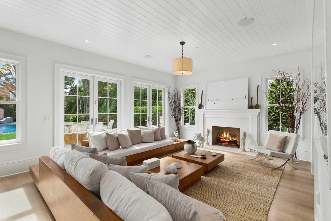 Southampton village meridith baer home for Interior design expert